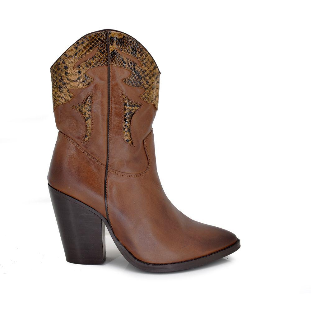 Botas de piel color marrón estilo cowboy