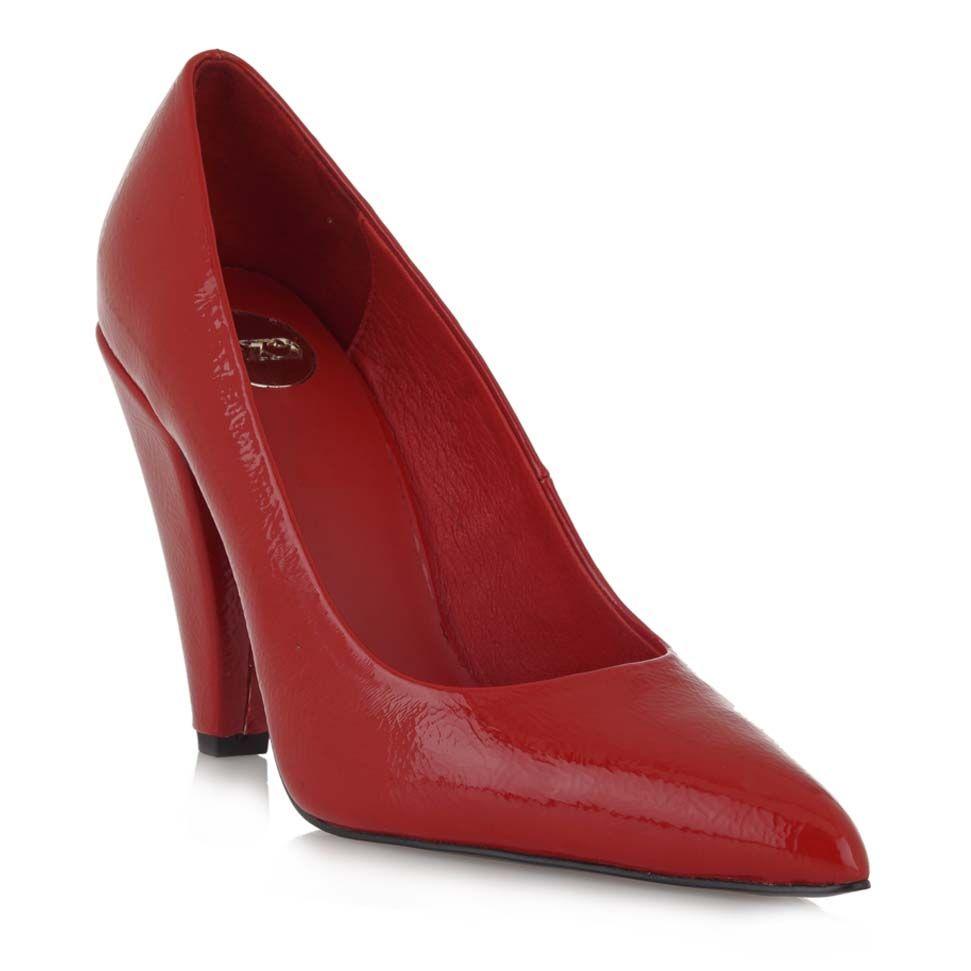 Zapato con tacon triangular en charol rojo