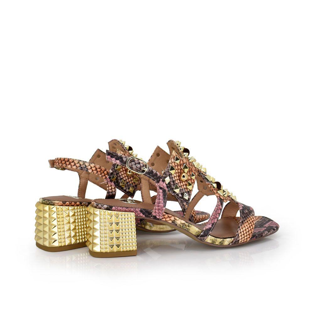 sandalia tacon dorado mujer con tachuelas bajo