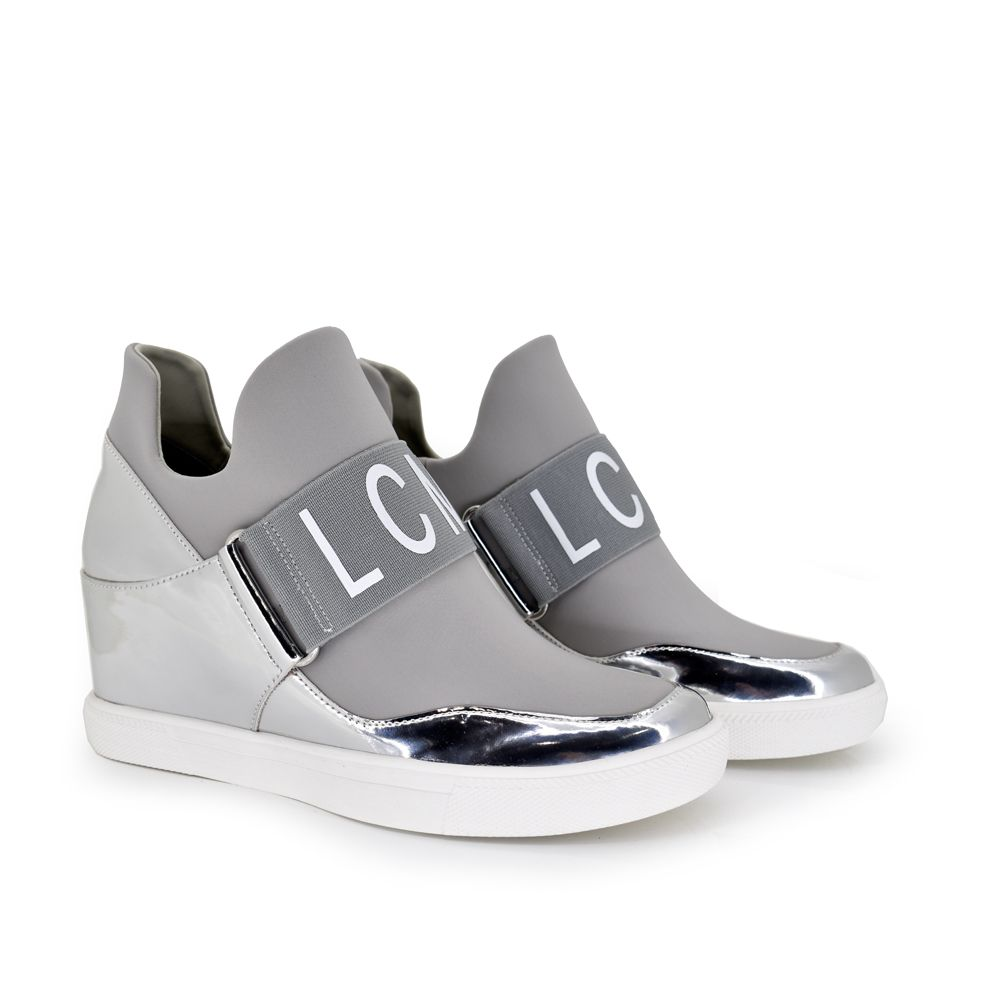 sneaker plataforma silver plata metalizado sin cordones con tira decorativa