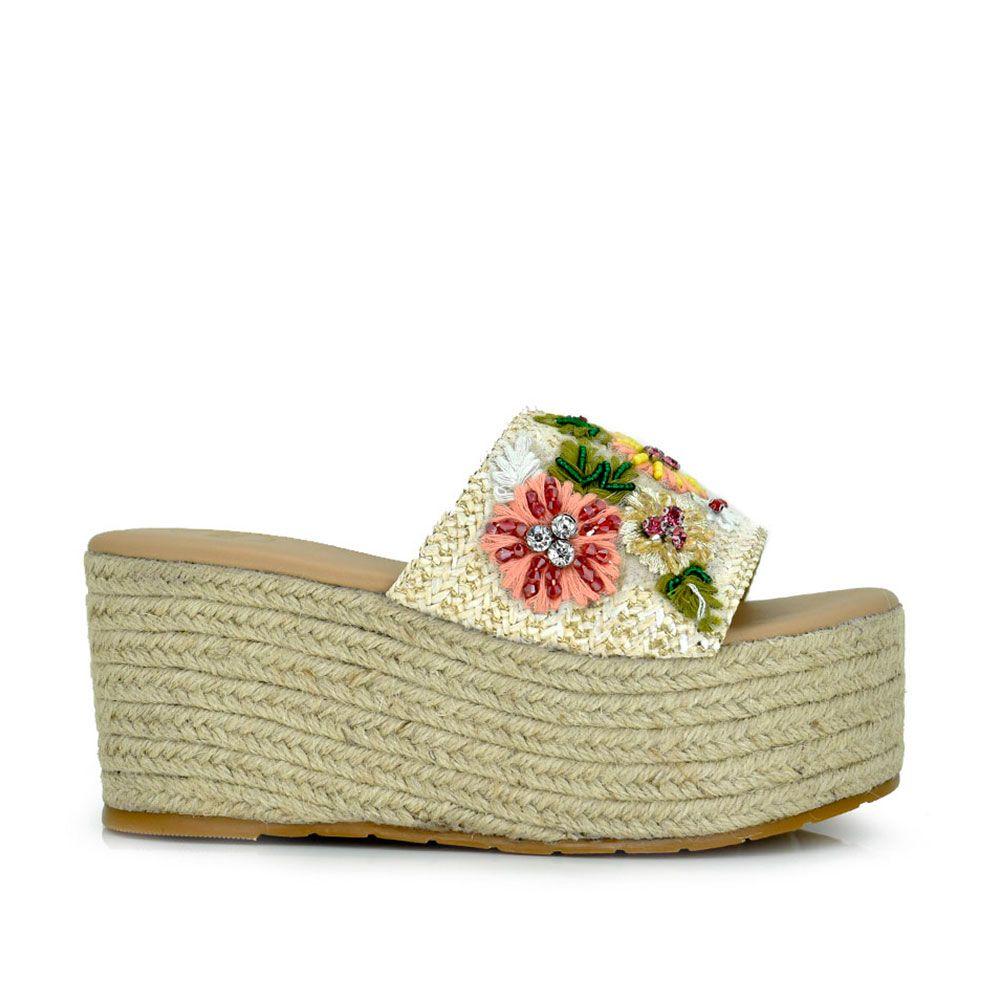 Sandalia de pala con plataforma en rafia con flores