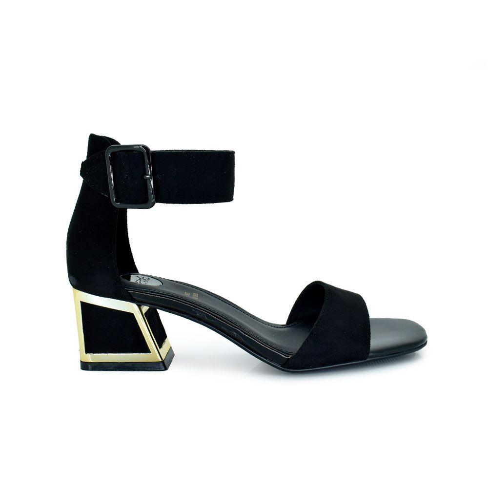 sandalia tacón color negro con detalle dorado