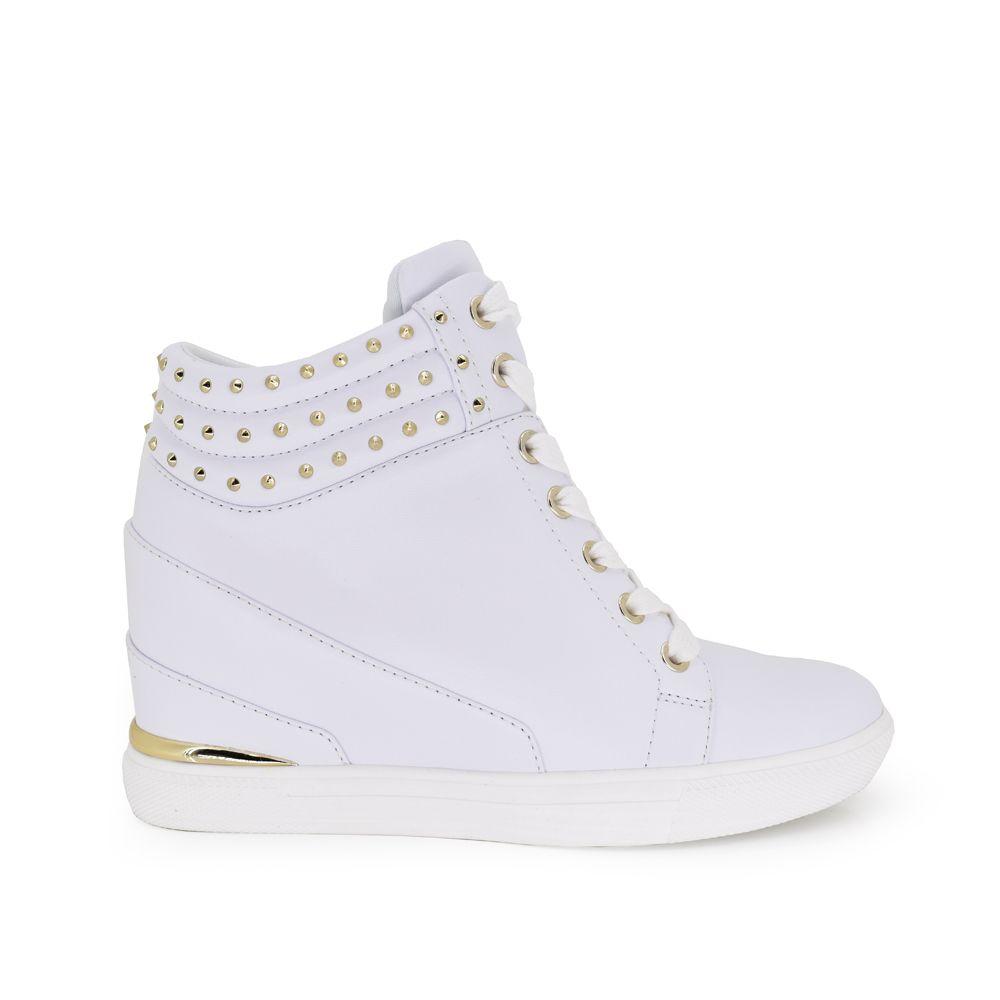 sneaker deportiva con cordones blancos color blanco con detalles dorados en el talon y en la parte de arriba