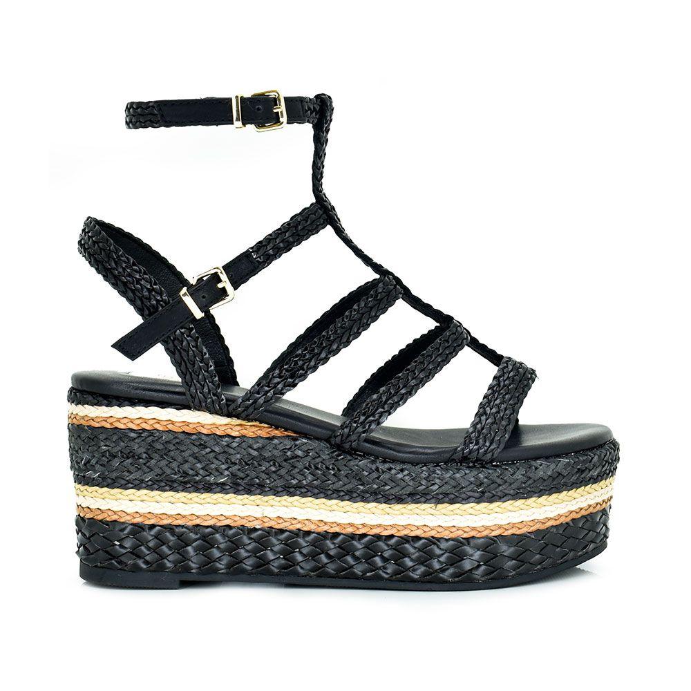 Sandalia de plataforma color negro con tiras de rafia trenzada