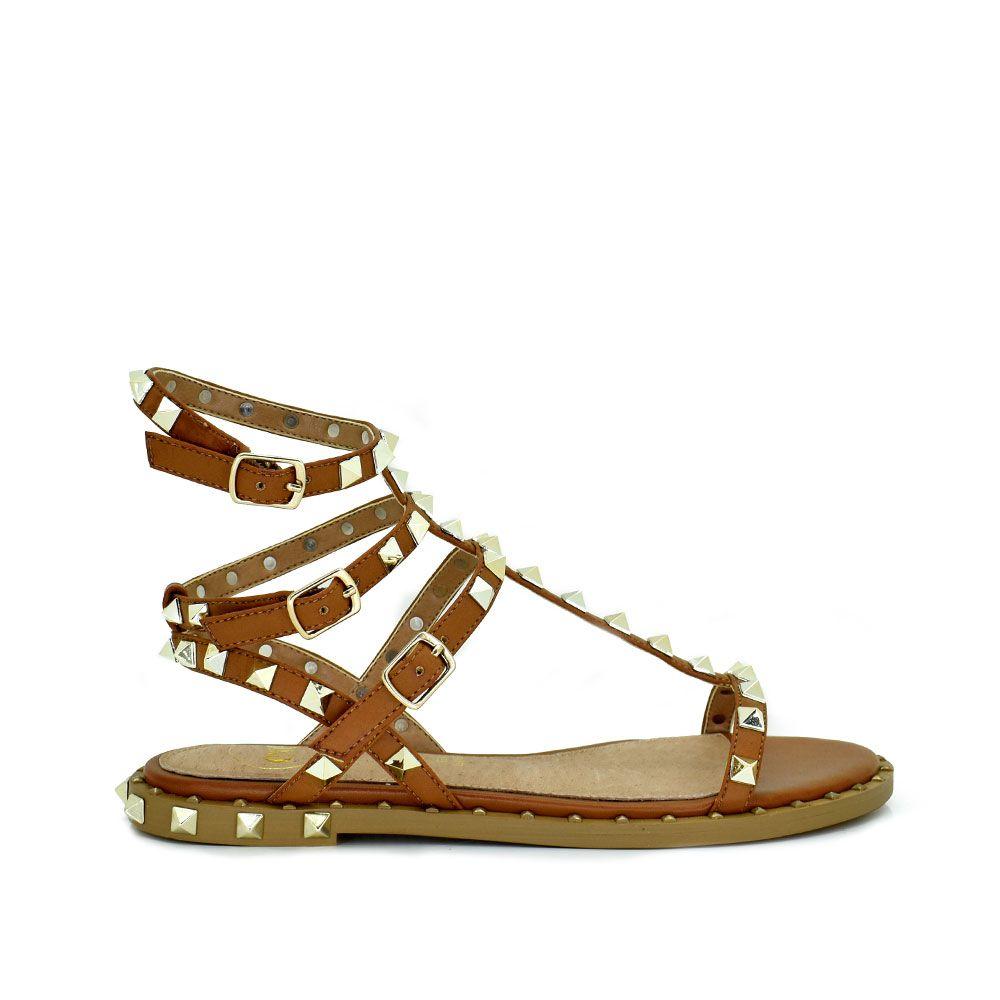 Sandalia cuero con tachuelas doradas