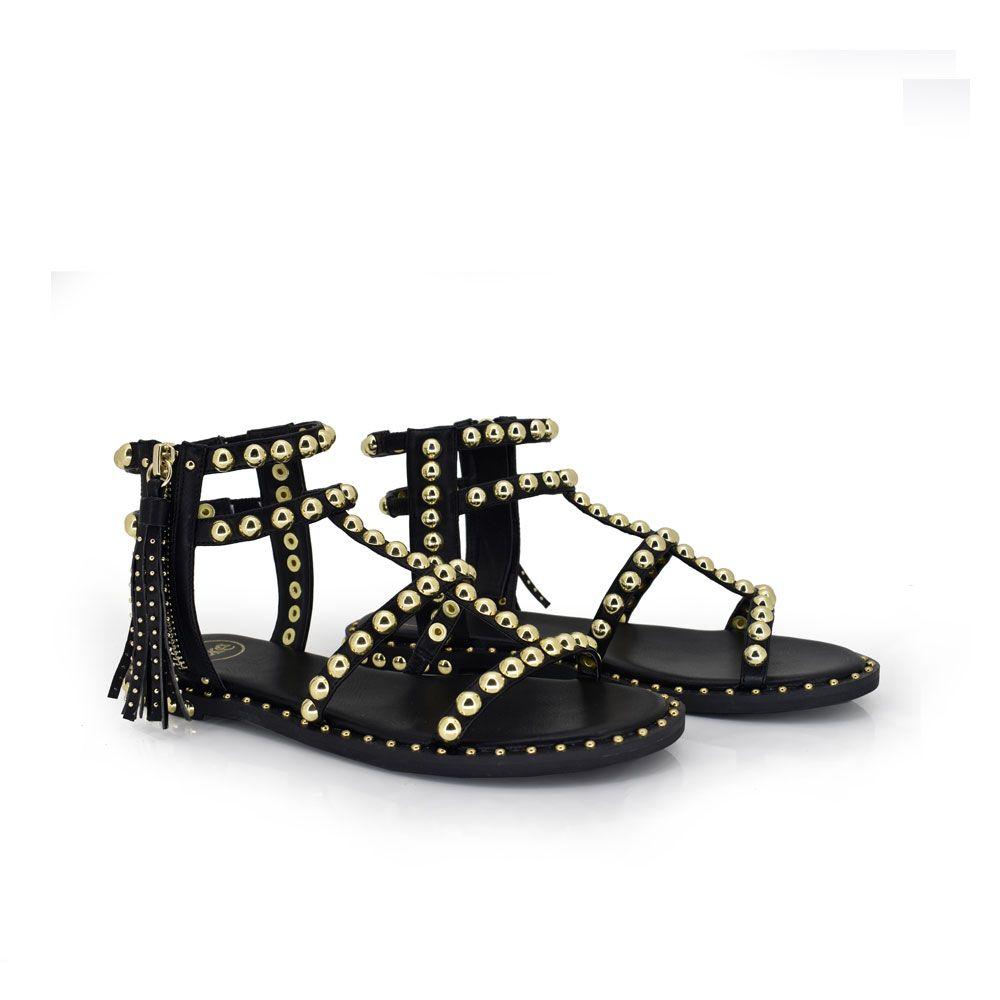 sandalia plana con tiras tachuelas color negro