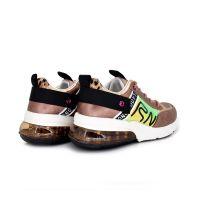 Sneakers con cámara de aire. Cordoneras. Reflectantes en el lateral. Rosas
