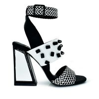 Sandalia de tacón geométrico con estampado blanco/negro y apliques