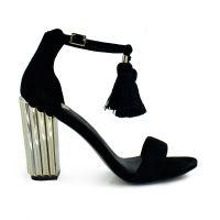 Sandalia de tacón en negro con borlas