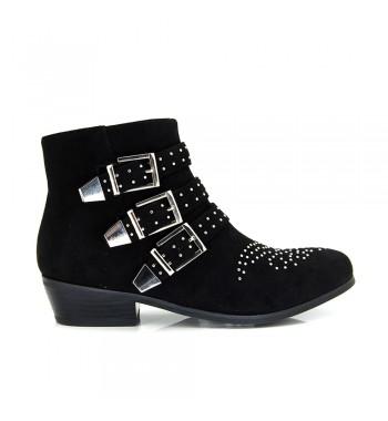 botines negros con tachuelas