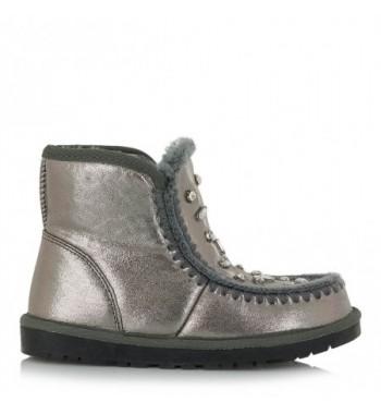 2ca08334 En Exeshoes te ofrecemos el modelo bota mou destello plata, planas y de  caña media, cuentan con costuras negras y un sutil brillo plateado, pensado  para que ...