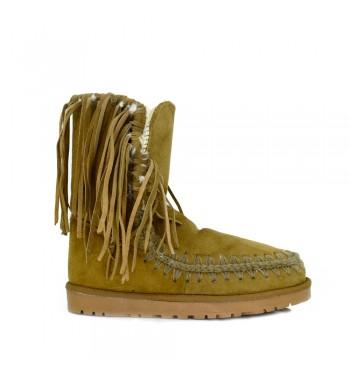 4212ccb4 Nosotros apostamos por un modelo casual de bota mou con flecos en tono  camel TXS, con planta de piel, con flecos desde la parte ancha más ancha de  la bota e ...